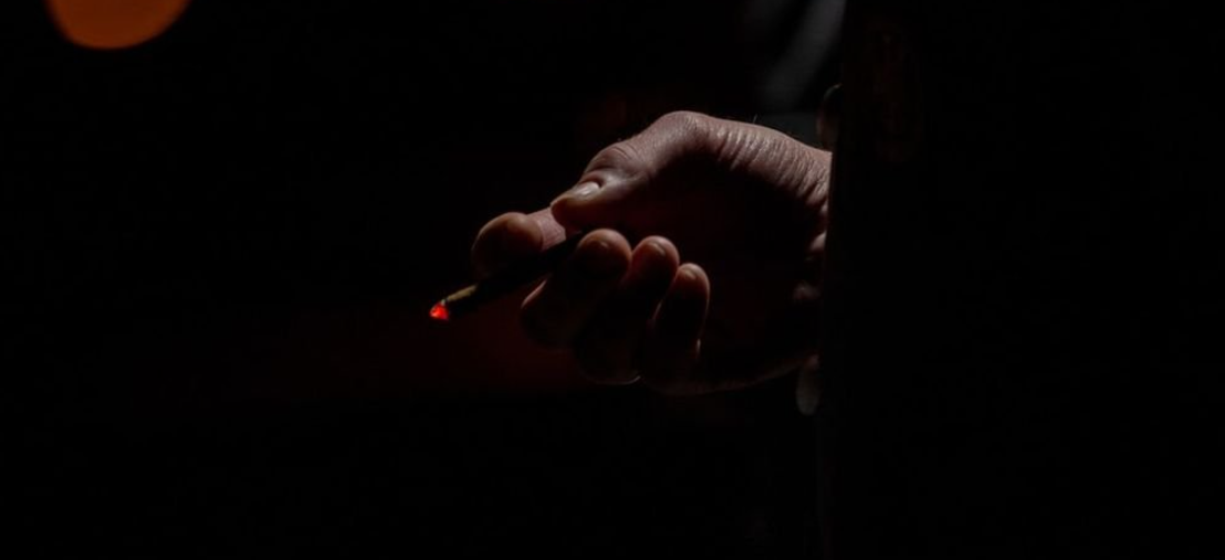 Курильщиков нужно прививать в первую очередь